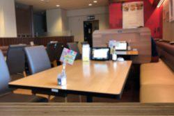 ファミリーレストランの座席